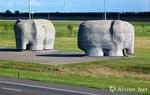 荷兰:在高速公路旁的大型艺术雕塑