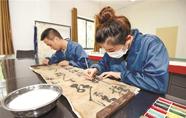 荆州博物馆首次修复纸质文物