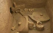 在同一区域发现两座不同时期古墓葬