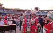 2018湖南六月六山歌节开幕 数万苗乡人民喜庆民族佳节