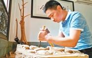 刀法纯熟 雕出神韵——徽州木雕代表性传承人汪德洪