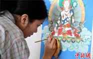 香港青年学画唐卡:比想象中更难