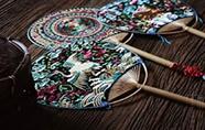 非遗苗绣 传统工艺技法与现代设计融合