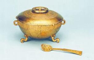 兩公斤重的金盞配金匕 已出土先秦最重金器是它