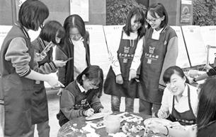 历史课搬进配资开户馆 带学生领略家乡传统技艺