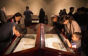 中国古代书籍装潢大红鹰国际娱乐城馆藏文献展延长展期