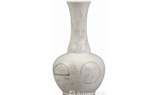 清晚期白釉锦灰堆纹长颈瓶鉴赏