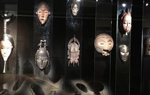 中国美术馆展出非洲木雕作品
