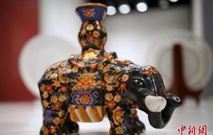 香港展出本地彩瓷精品 中西合璧流金溢彩
