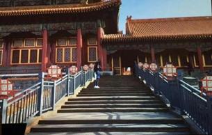 紫禁城里过大年:故宫展示门神万寿灯等近千件文物