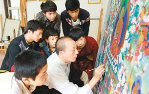 青海黄南热贡唐卡文化 家家作画 人人从艺