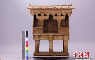 四川新津出土两座彩绘层保存完整陶楼 正在修复