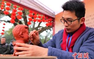 四川眉山:苏东坡诞辰982周年非遗传承人展技艺