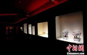 故宫珍宝馆完成二期改陈 珍贵红珊瑚盆景揭开面纱
