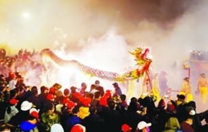 廣西賓陽炮龍節數十萬人同樂祈福