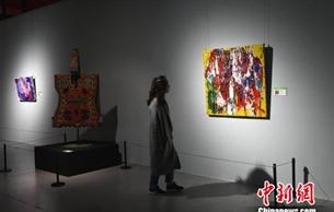 重庆青年画家海外游学后首办个展 助力中奥艺术交流