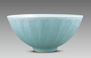 《龙泉窑瓷器展藏品集》正式出版